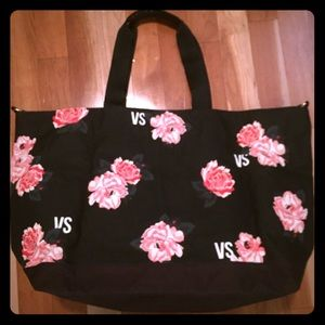 👜NWT Victoria Secret weekender tote Black w/Roses